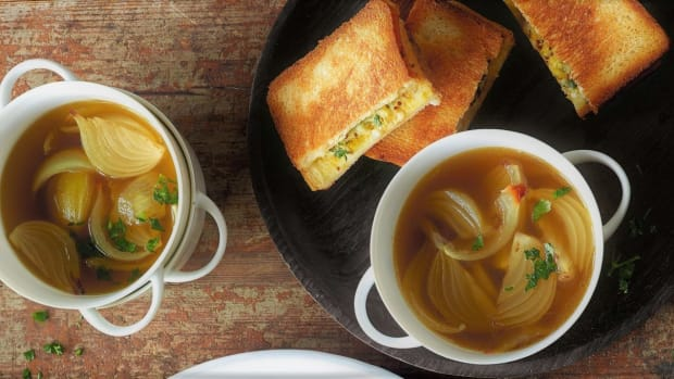 onion-soup-with-cheese-toast