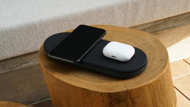 the-artellia-monno-5-in-1-35w-wireless-charging-station-can-handle-5-devices-at-one-time