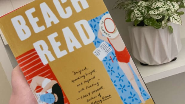 book-review-of-beach-read-by-emily-henry