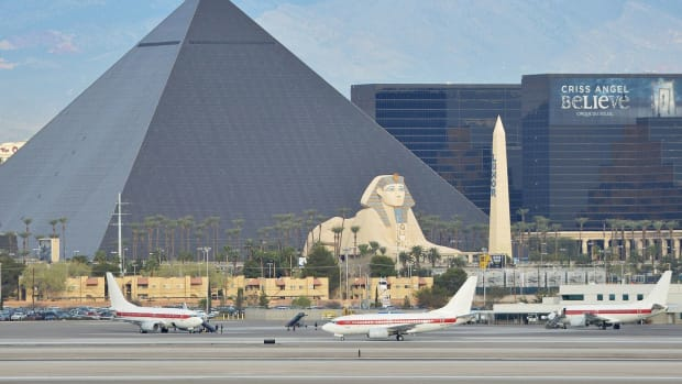 why-you-should-walk-from-mccarran-international-airport-to-the-las-vegas-strip