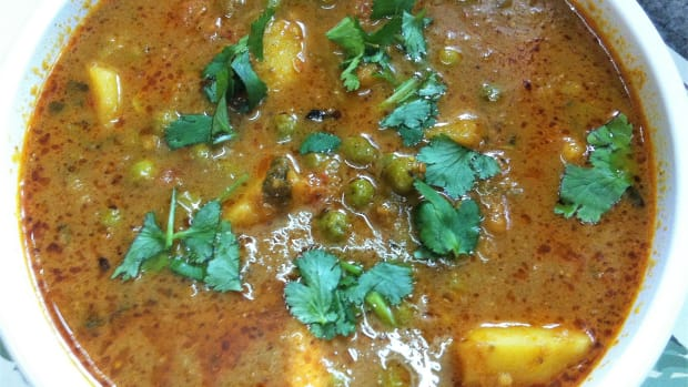 aloo-matar-gravywale-potatoes-and-peas-curry-punjabi-style-recipe