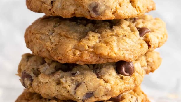 oatmeal-chocolate-chip-cookie