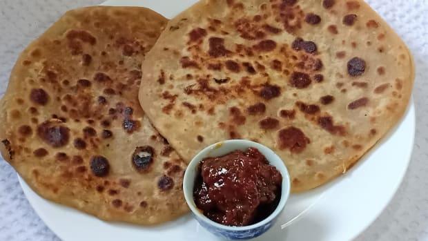 crispy-besan-mooli-paratha-recipe