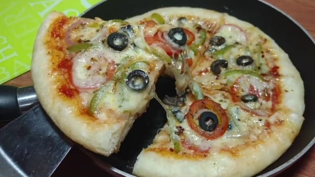 easy-vegetable-pizza-in-pan-homemade-pizza