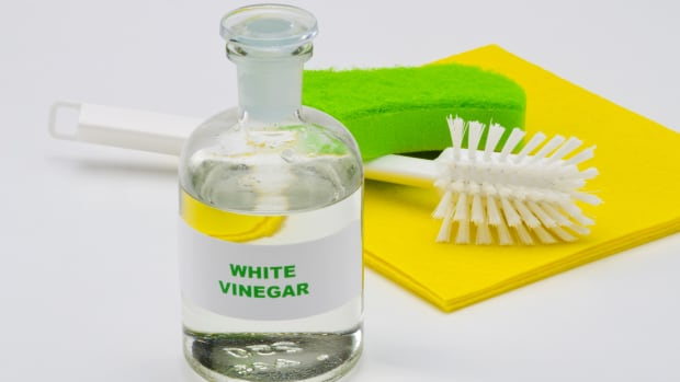 6-homemade-cleaning-supplies-using-white-vinegar