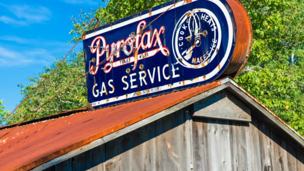 how-to-collect-antique-neon-signs