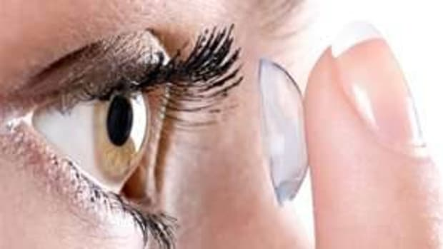 how-to-insert-remove-and-handle-contact-lenses