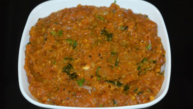 how-to-make-onion-curry-onion-gojju-for-jolada-rotti-poori-chapati-etc