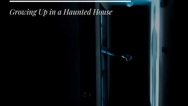 what-it-is-really-like-to-live-in-a-haunted-house