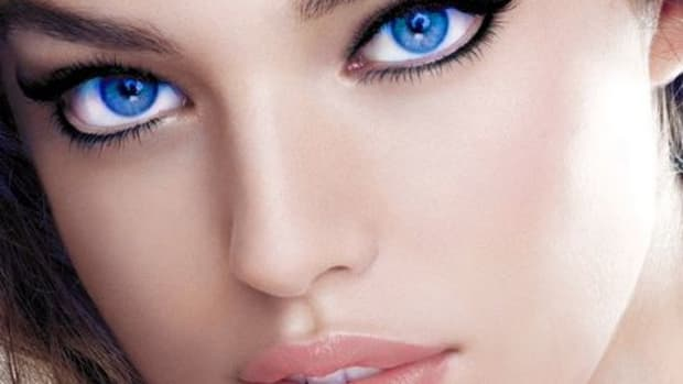 attract-women-with-eye-contact