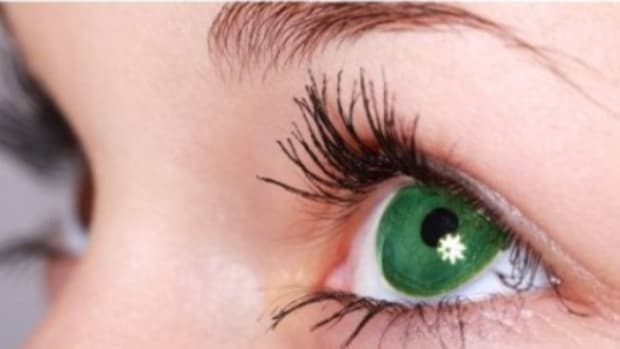 how-to-make-green-or-hazel-eyes-look-more-green