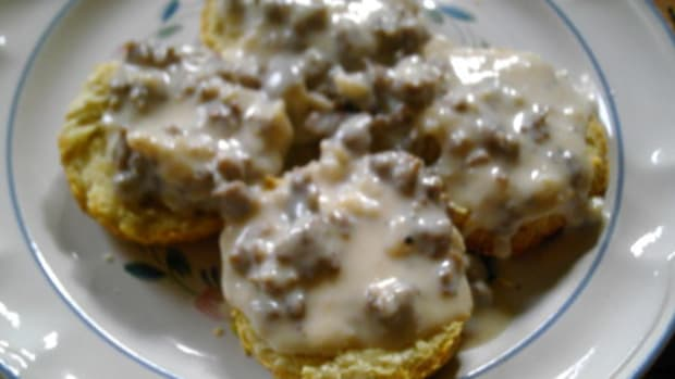 simple-but-yummy-biscuits-and-gravy