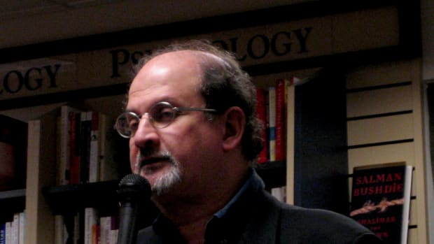 plot-summary-and-analysis-of-the-free-radio-by-salman-rushdie