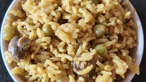 mushroom-peas-pulao-in-cooker-recipe