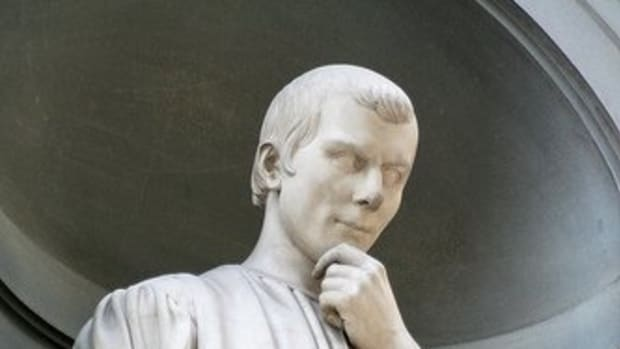 Statue of Niccolo Machiavelli in the arcade of Florence's Uffizi Museum