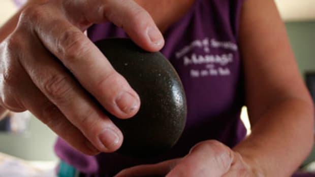 do-it-yourself-hot-stone-massage