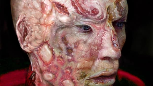 The new Freddy Krueger (portrayed by Jackie Earle Haley) features realistic burns, compared to Robert Englund's famous portrayal of Freddy.