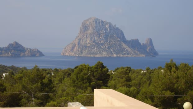 "the magnificent ""Es vedra"""