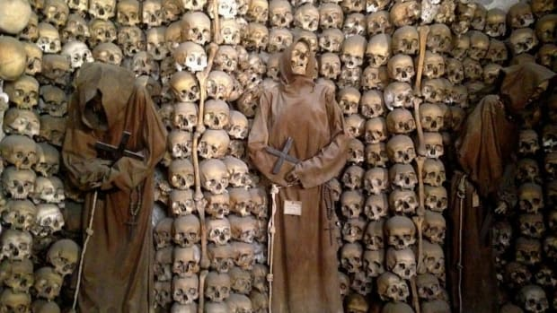 the-story-behind-the-bony-decorations-of-the-capuchin-crypt