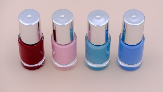 need-a-variation-on-a-french-manicure-this-is-how-you-do-a-fun-reverse-color-varnish