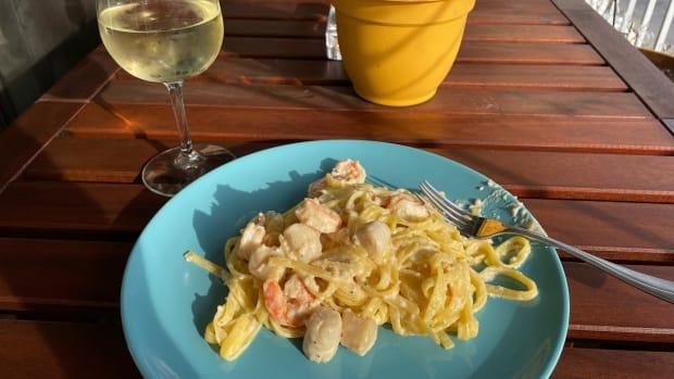 seafood-linguini-in-garlic-cream-sauce