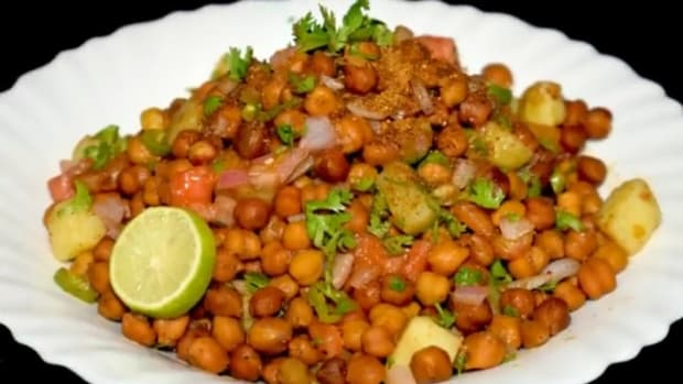 hot-and-tangy-black-chickpeas-chat-chana-chat-recipe