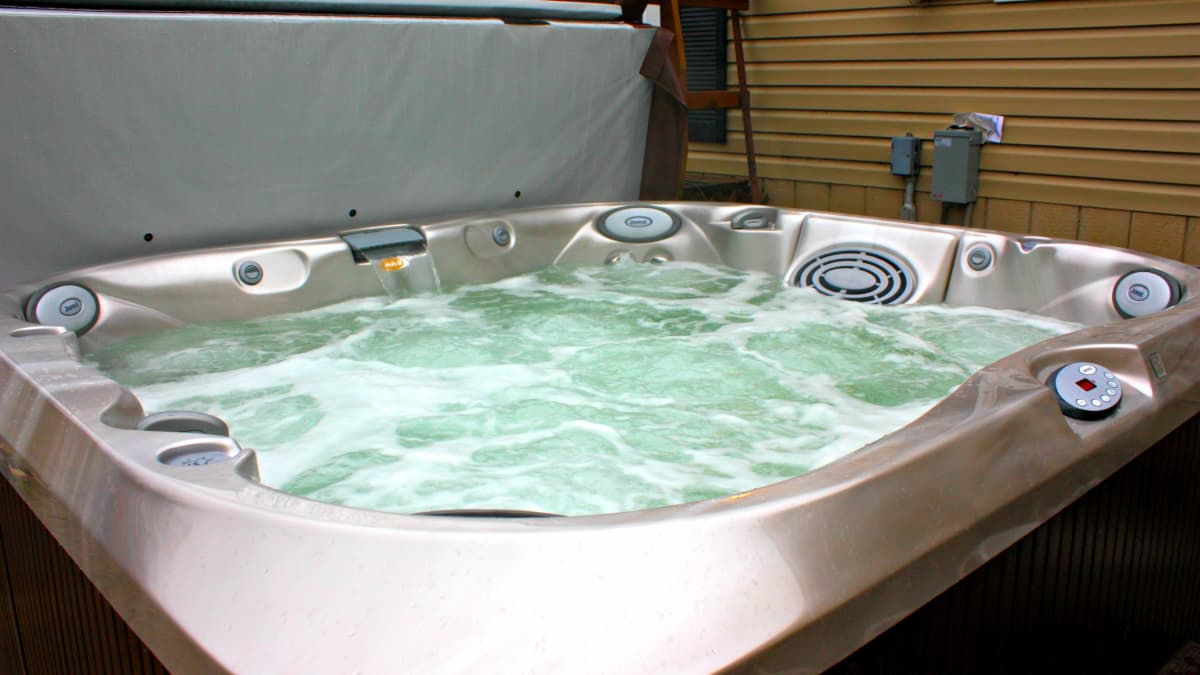J 365 Jacuzzi Hot Tub Review Dengarden Home And Garden