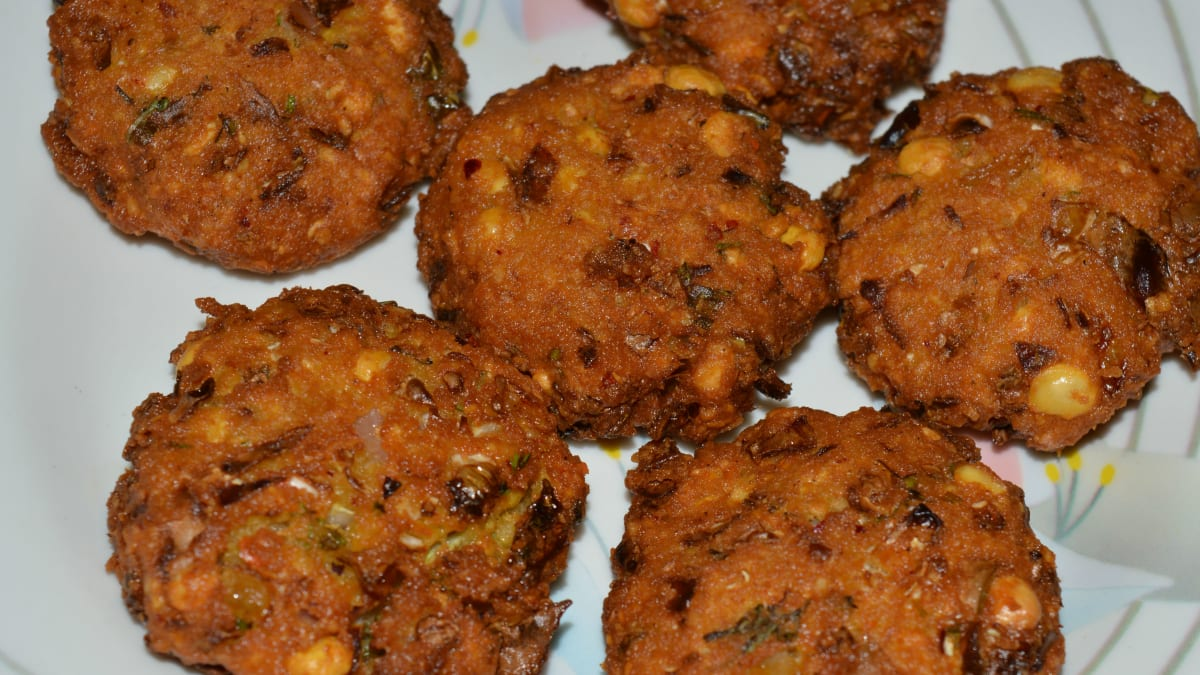 Cabbage Fritters Vada Recipe Delishably Food And Drink