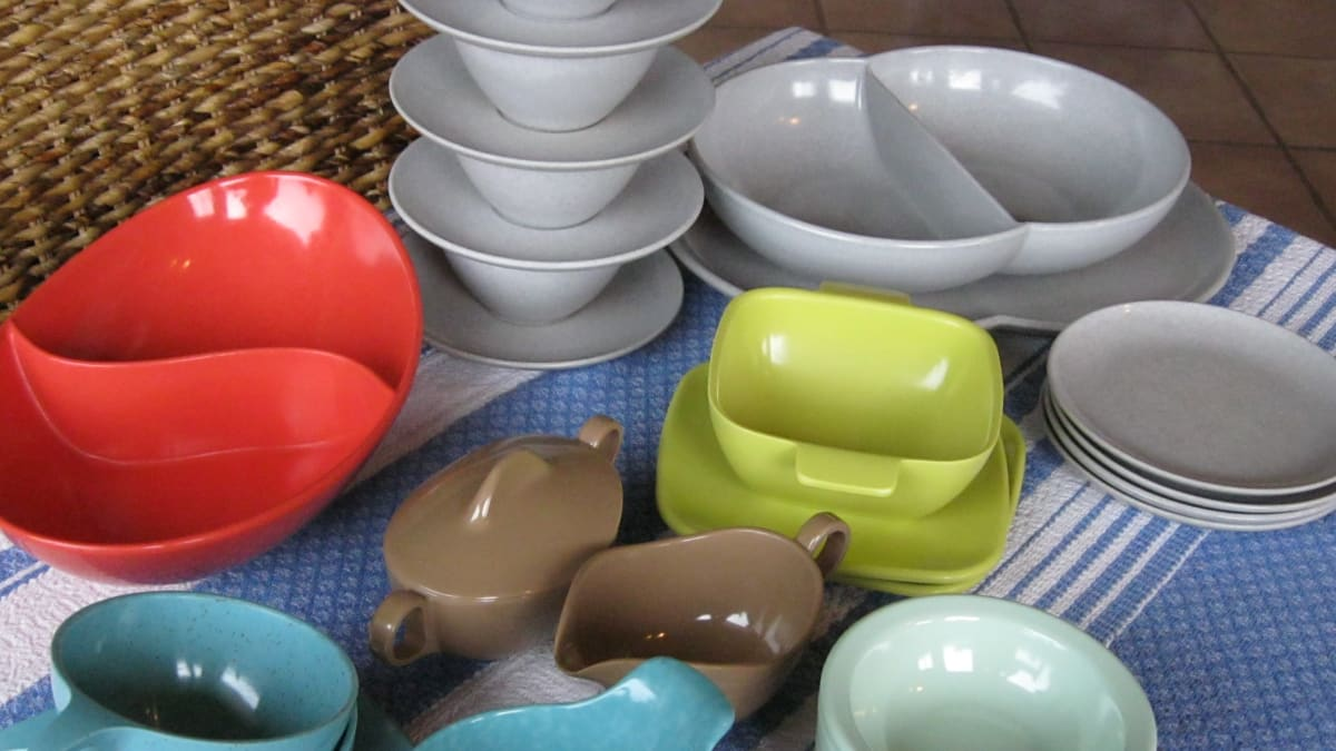 How To Collect Mid Century Modern Vintage Melamine Dinnerware Of The 1940s 1970s Hubpages