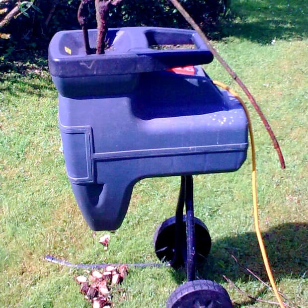 recycle-garden-waste-with-a-shredder
