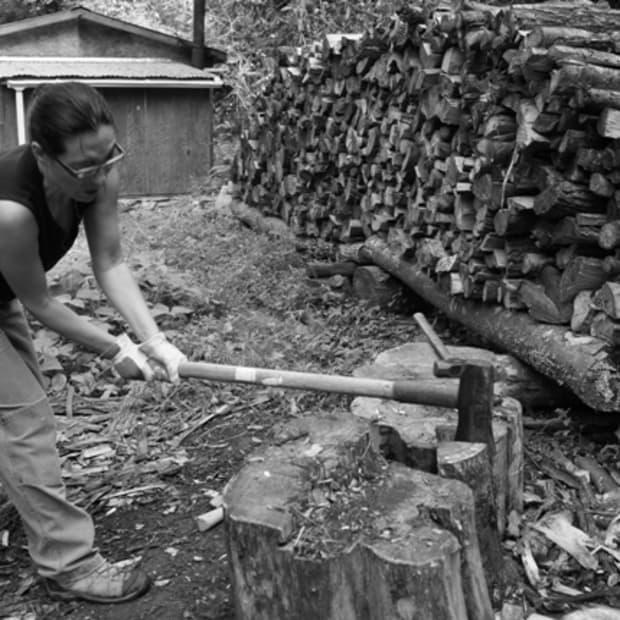 splitting-logs-for-firewood