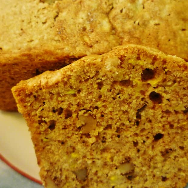 easy-and-delicious-bread-recipe-using-yellow-squash-and-walnuts