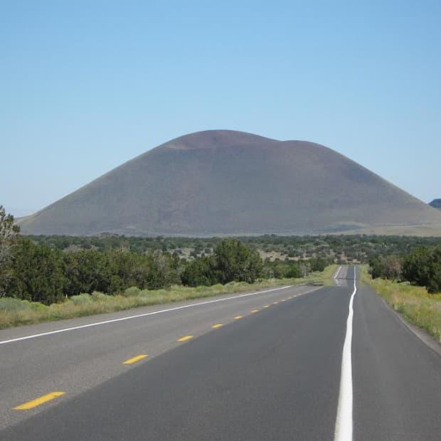 hiking-up-merriam-crater-in-northern-arizona