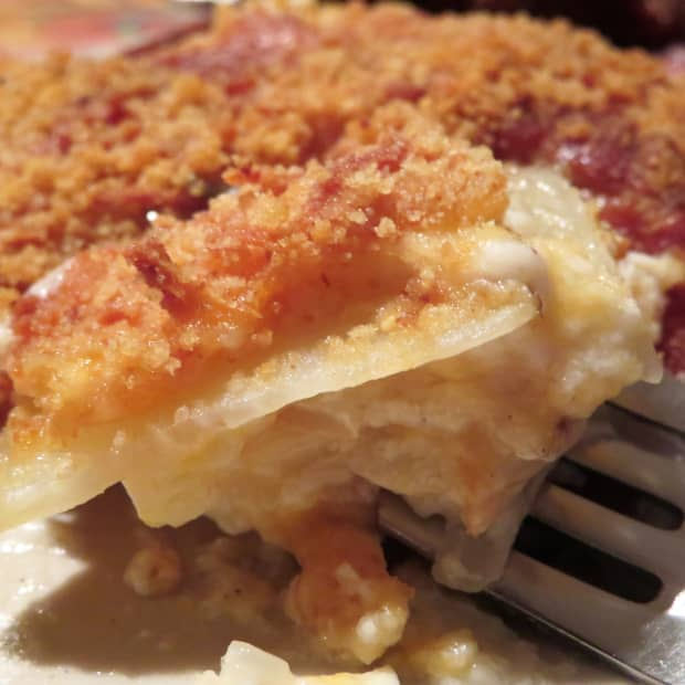 scrumptious-baked-scalloped-potatoes-recipe-cheese-lovers-delight