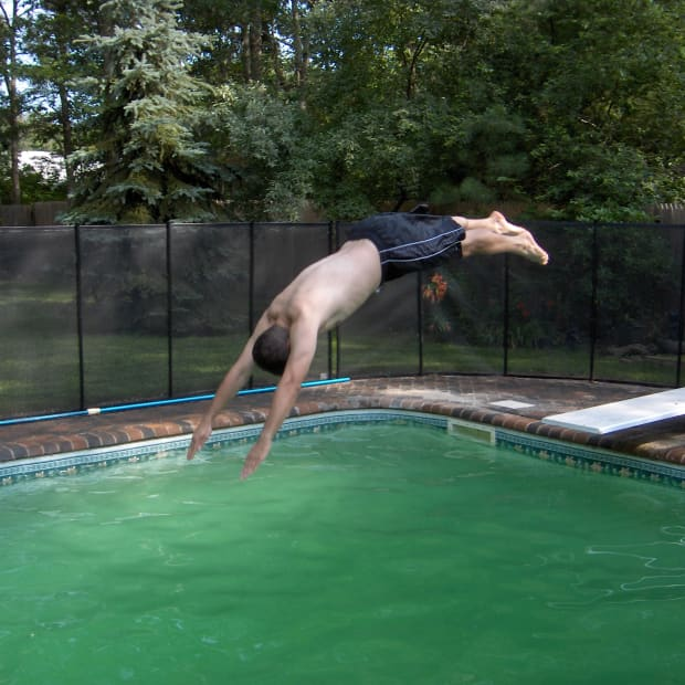 how-to-turn-your-swimming-pool-from-green-to-clean