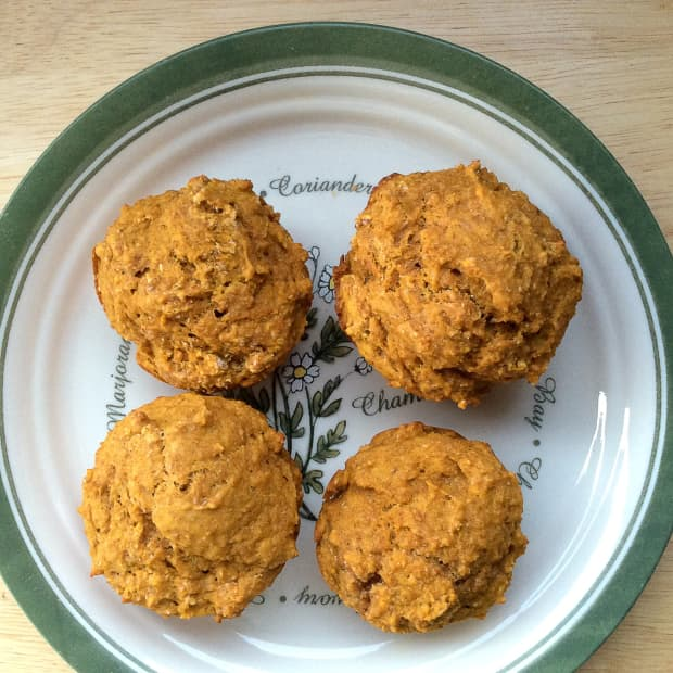 healthy-pumpkin-spice-muffins-with-delicious-toppings