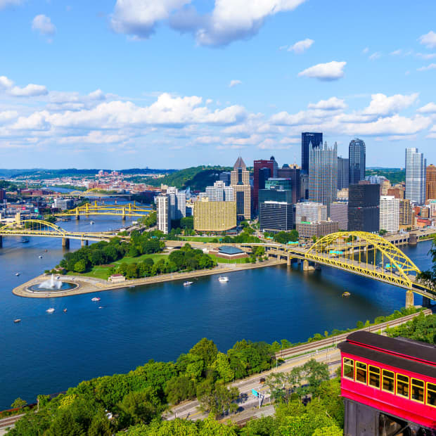 View of downtown Pittsburgh from the top of Duquesne Incline on a sunny day.