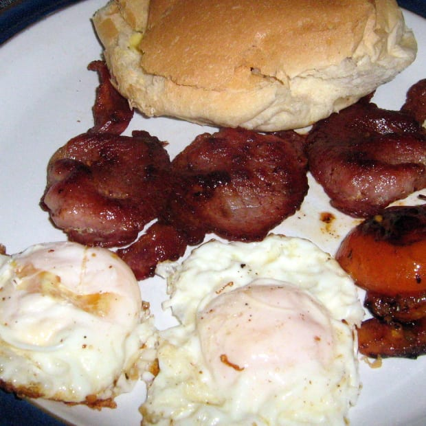 fried-eggs-tomatoes-rashers-bacon-sandwich-recipe-how-to-make-toast-a-quick-snack