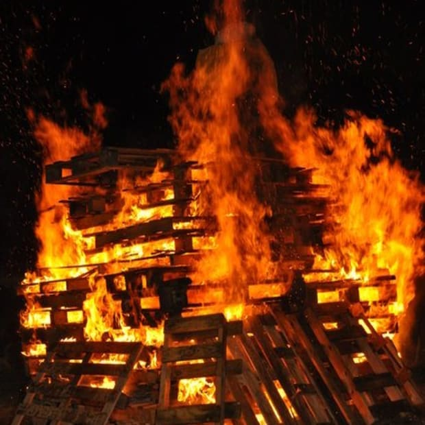 bonfire-night-5th-november-aka-guy-fawkes-night-or-fireworks-night-everything-you-need-to-know-about-the-event