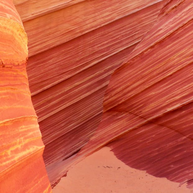 hiking-the-wave-coyote-buttes