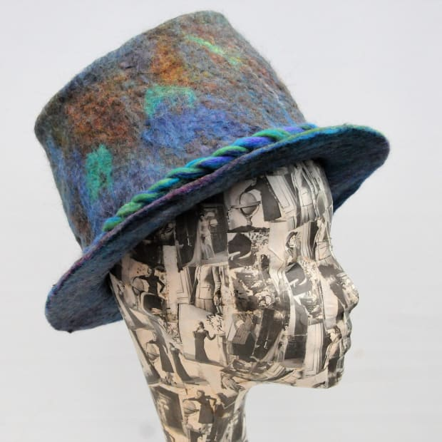 how-to-make-a-wet-felted-top-hat-on-a-cheap-black-plastic-party-supplies-hat