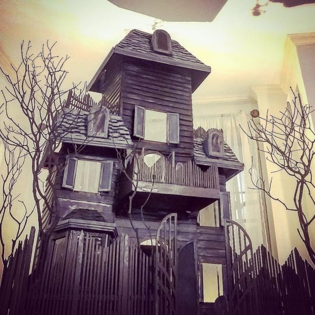 haunted-doll-house