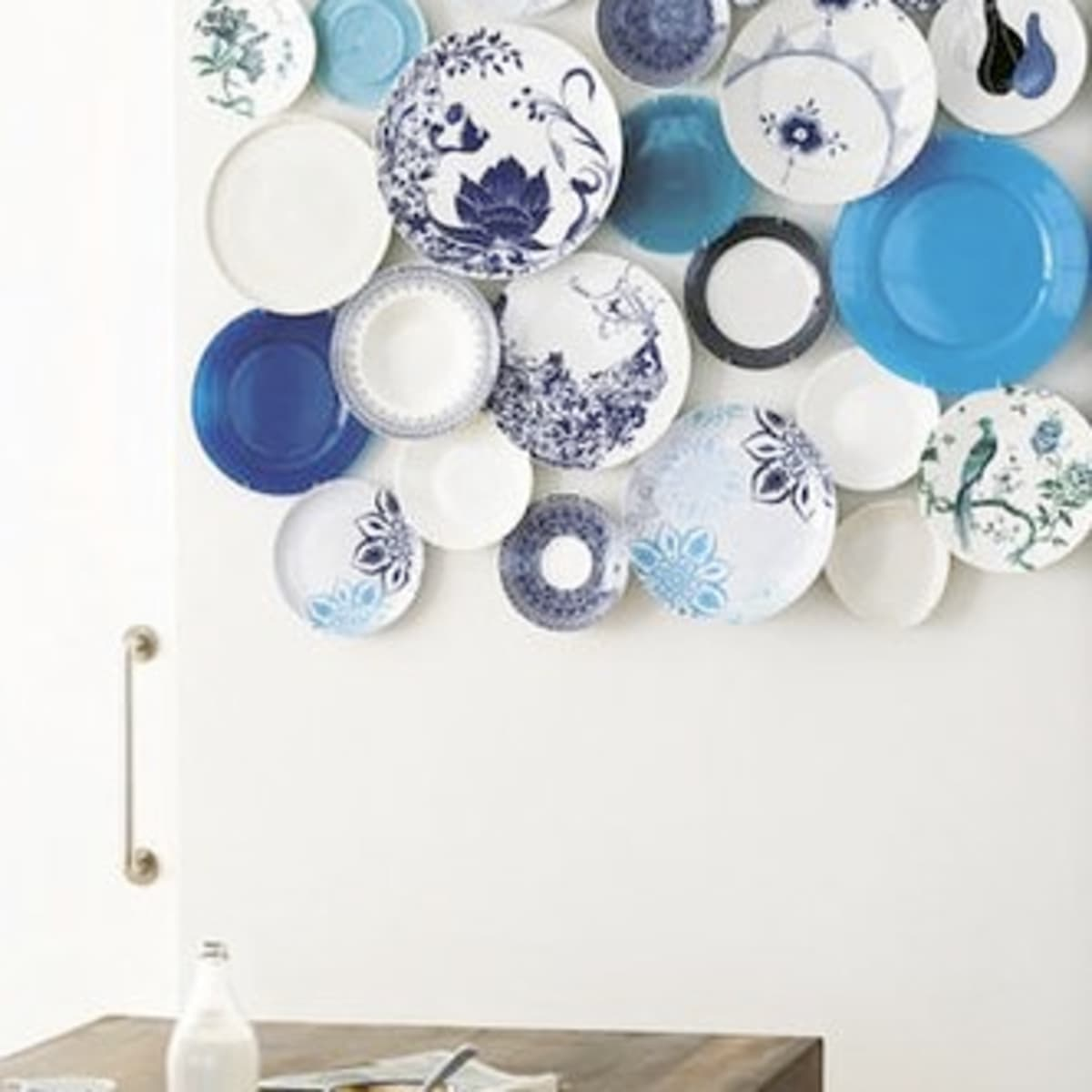Decorating With Plates Using Dinner To Decorate Your Walls Dengarden