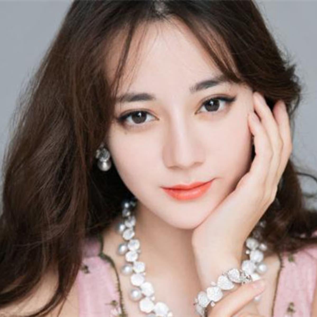 In prettiest china girl Four Beauties