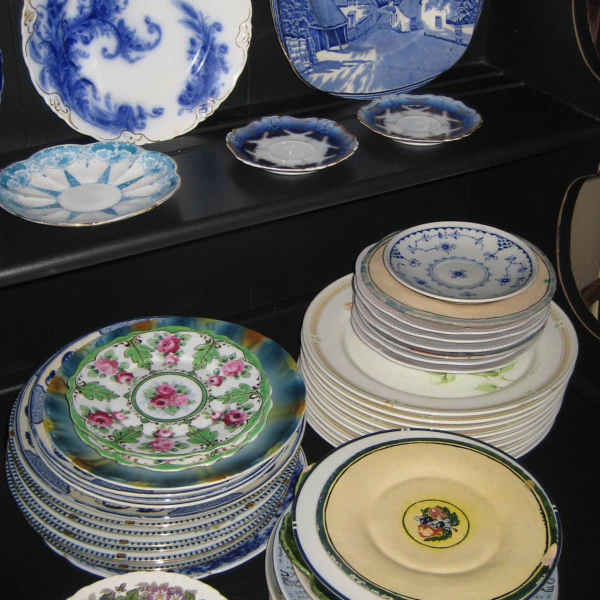 Collecting Antique And Vintage Plates And Dishware Hobbylark Games And Hobbies