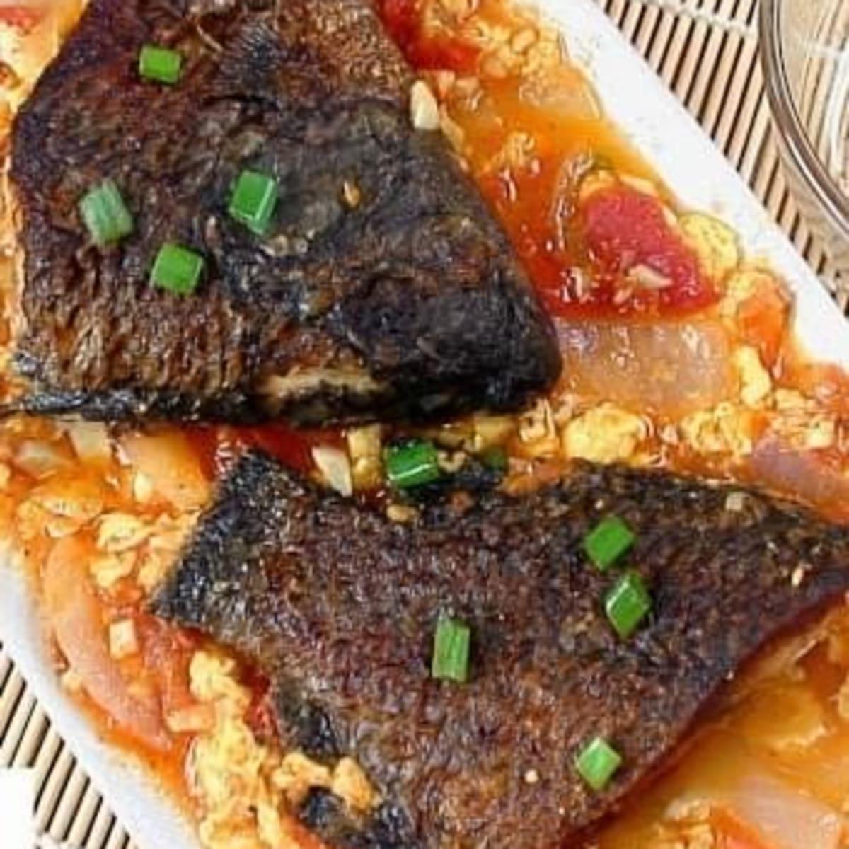 Sarciadong Isda Filipino Fish Stew With Tomato Sauce Delishably Food And Drink