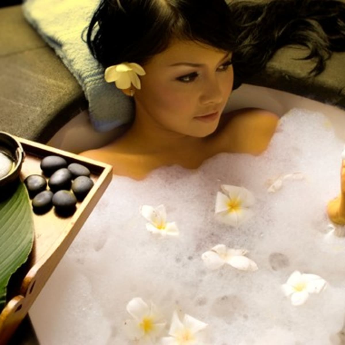 How to get beautiful skin? How to make your skin glow with bathing