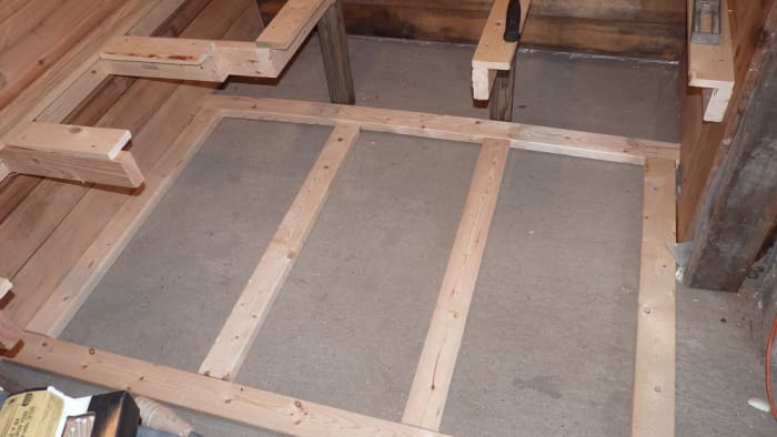 I decided to build a wooden platform floor in the sauna room. I left exposed concrete around the wood stove.