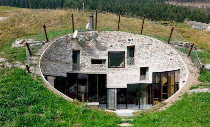 Weirdest top houses 10 20 Unusual