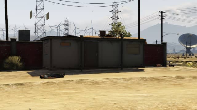 This is the construction trailer that you want to take cover behind. It will be on your right when you spawn into the area.